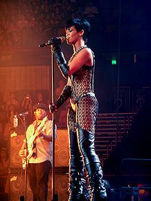 220px-Rihanna-brisbane