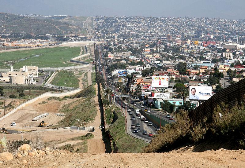 800px-Border_Mexico_USA