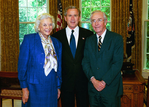 SandraOconnor_and_GeorgeWBush_May2004