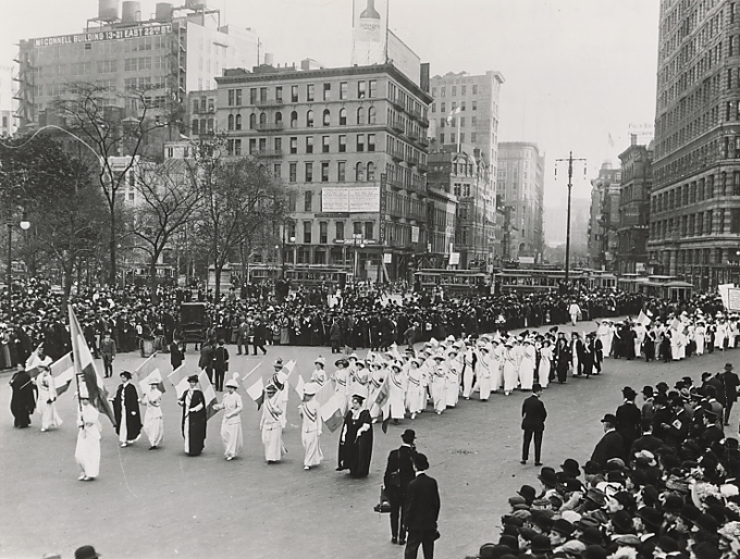 Ny_suffrage_parade