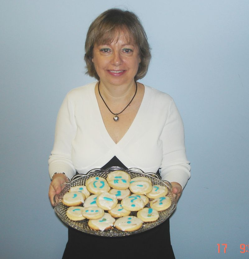 Stephenson, Gail (with cookies)