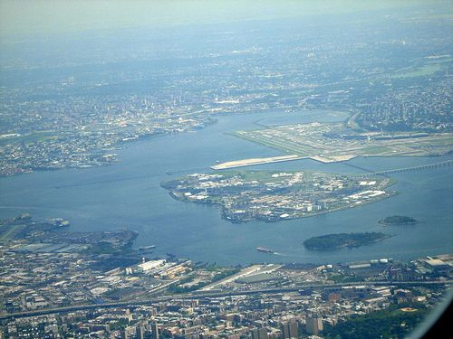 800px-Rikers_Island_from_the_air