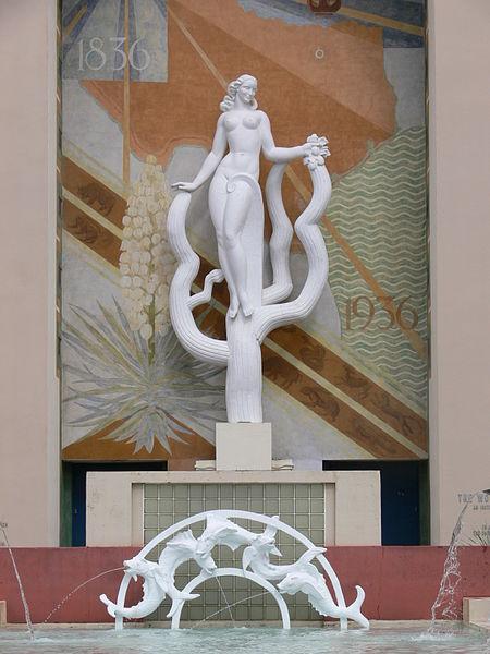 Texas Womens_Museum_exterior_sculpture