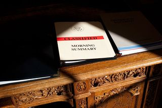 800px-Classified_document_on_Resolute_desk
