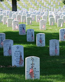 225px-Graves_at_Arlington_on_Memorial_Day