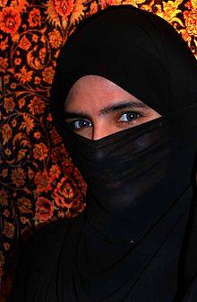220px-EFatima_in_UAE_with_niqab