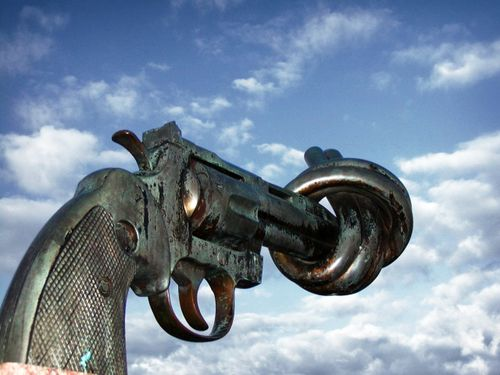 Non_violence_sculpture_by_carl_fredrik_reutersward_malmo_sweden