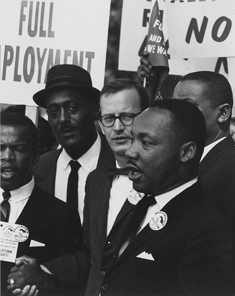 476px-Dr._Martin_Luther_King_Jr._at_a_civil_rights_march_on_Washington_D.C._in_1963
