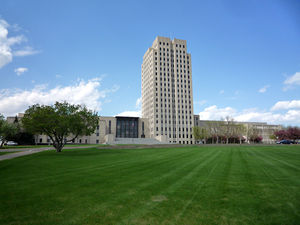300px-2009-0521-ND-StateCapitol