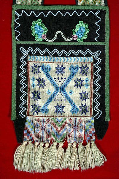 401px-The_Childrens_Museum_of_Indianapolis_-_Bandolier_bag_-_detail