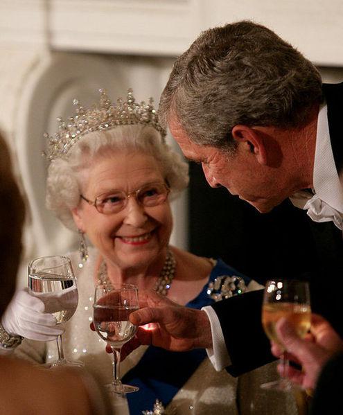 495px-George_W._Bush_toasts_Elizabeth_II_2007