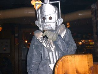 800px-2005_04_13_Cyberman_and_Coke
