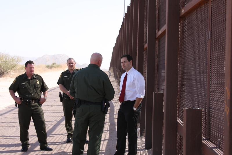 Border fence with CBP officials_PhotoGallery
