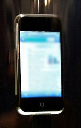 Apple-iPhone-001