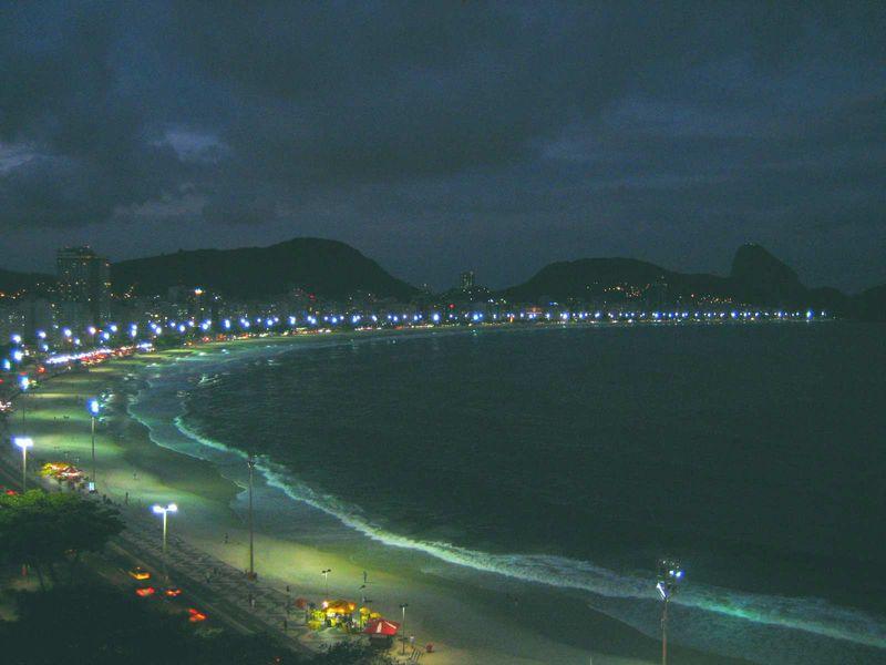 Copacabana_Beach_Rio_de_Janeiro_at_Dawn_2009-04