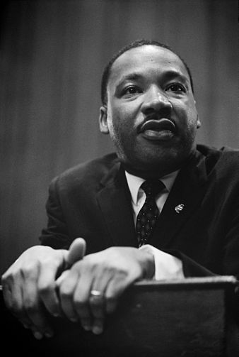338px-Martin_Luther_King_press_conference_01269u_edit