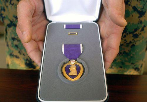 1024px-Purple_Heart_case