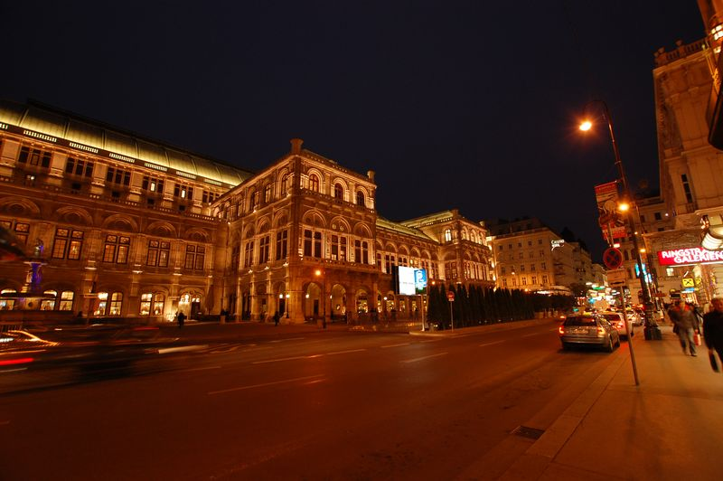 Vienna_Opera_(night)