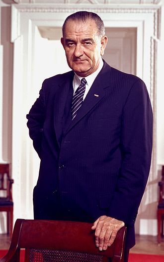 330px-Lyndon_B._Johnson,_photo_portrait,_leaning_on_chair,_color_cropped