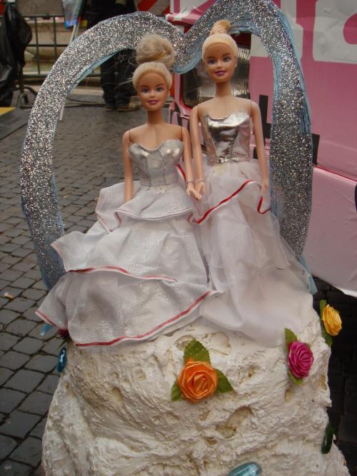 Pride_roma_2008_torta_nuziale_gay