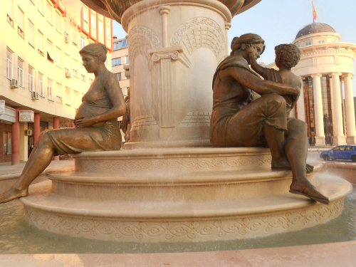 1600px-Fountain_of_the_Mothers_of_Macedonia