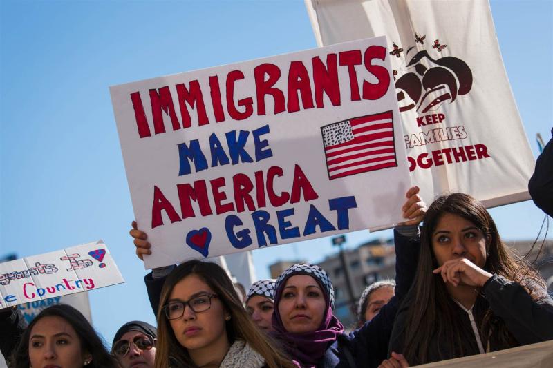 170213-milwaukee-protest-immigration-ok-1629_5619dc2b4f55c921746c3ba87f26f47f.nbcnews-ux-2880-1000
