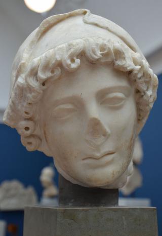 1024px-Penelope_(the_faithful_wife_of_Odysseus) _from_Rome _Hadrianic_copy_of_Greek_work_from_5th_century_BC _Ny_Carlsberg_Glyptotek _Copenhagen_(12948415925)