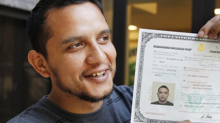 La-me-ln-unauthorized-immigrant-becomes-citize-001