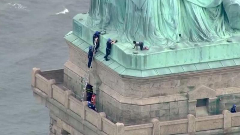Ct-statue-of-liberty-climber-20180704-002