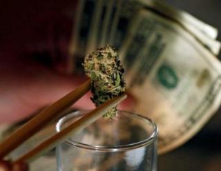 20140508__MarijuanaBanking1