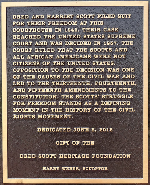 1024px-Plaque_on_Dred_Scott_Case_-_Outside_Old_Courthouse_-_St._Louis_-_Missouri_-_USA_(41040335655)