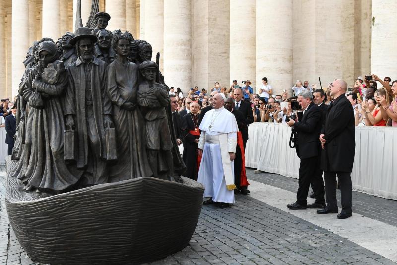 Refugee statute for pope