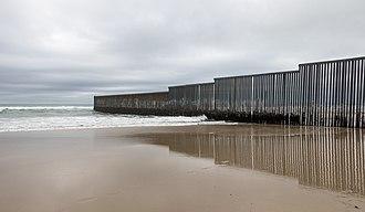 330px-Mexico-US_border_at_Tijuana