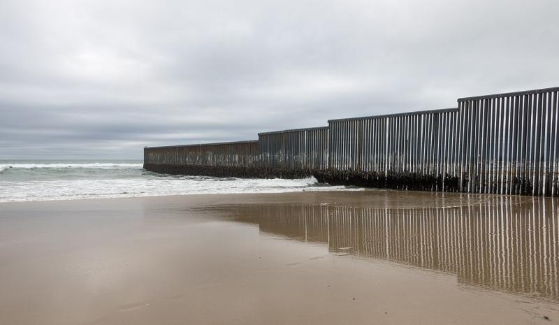 1280px-Mexico-US_border_at_Tijuana