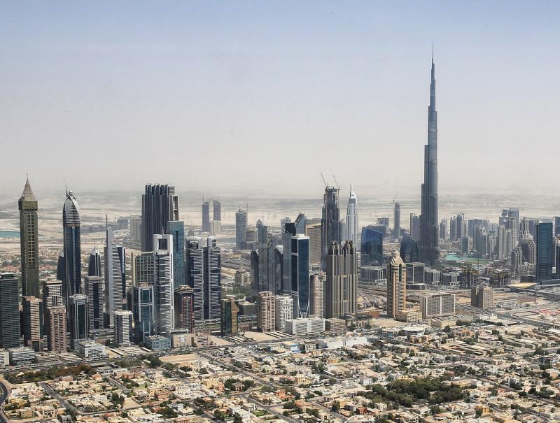Dubai_skyline_2015_(crop)
