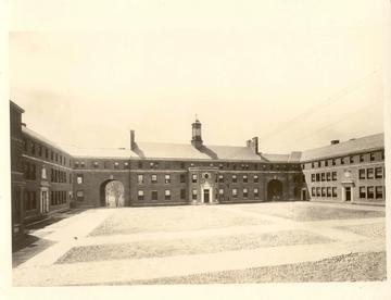 Manhattan_College_Quad_1923